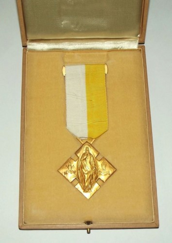 catholic-benemerenti-medal-issued-by-the-pope-3.jpg